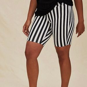 TORRID BLACK & WHITE STRIPE BIKE SHORT